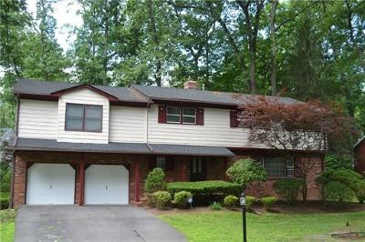 Single Family Home For Sale: 12 Yorktown Road