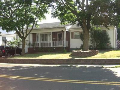 Edison Single Family Home For Sale: 195 Suttons Lane