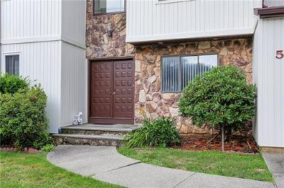 East Brunswick Single Family Home For Sale: 5 Jamison Court