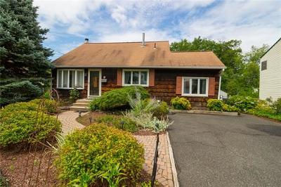 East Brunswick Single Family Home For Sale: 6 Bell Court