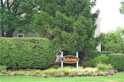 Sayreville Condo/Townhouse For Sale: 39 Farnham Square #239