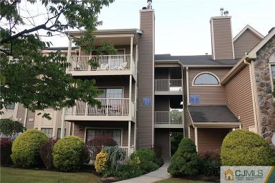 East Brunswick Condo/Townhouse For Sale: 43 Lear Court