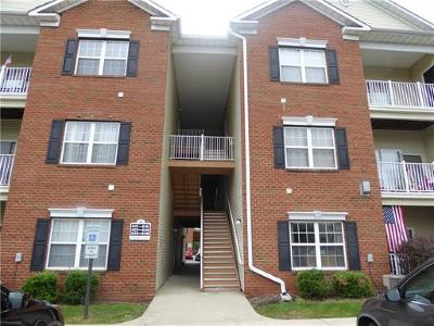 South Plainfield Condo/Townhouse For Sale: 628 English Court #628