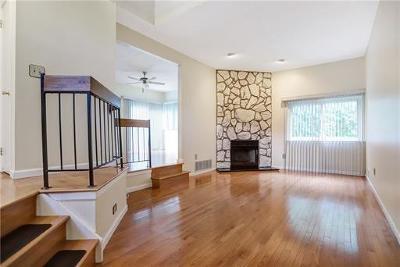 East Brunswick Condo/Townhouse For Sale: 5 Magnolia Court