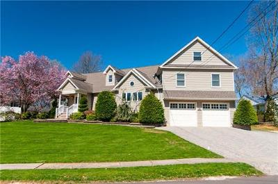 East Brunswick Single Family Home For Sale: 67 Canterbury Road