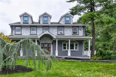 East Brunswick Single Family Home For Sale: 13 Bristol Court