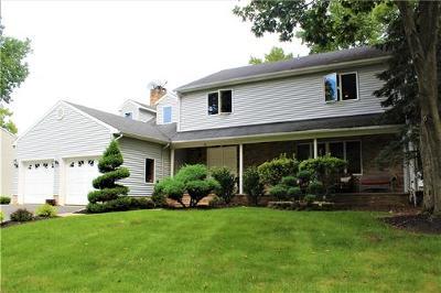 Edison Single Family Home For Sale: 78 Roxy Avenue
