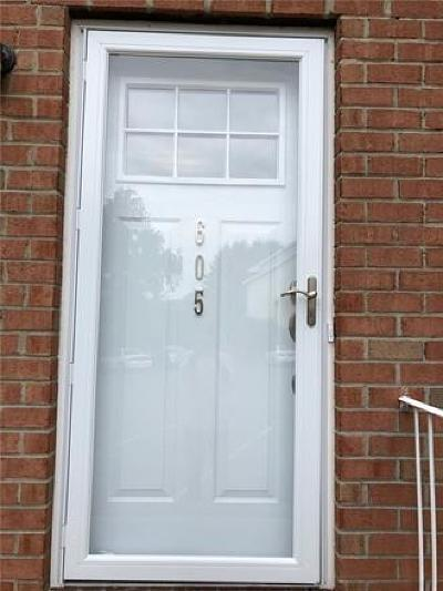 Perth Amboy Condo/Townhouse For Sale: 605 Holly Drive
