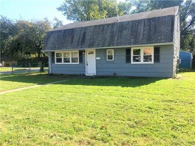 Iselin Single Family Home For Sale: 36 W Iselin Parkway