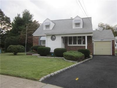 Metuchen Single Family Home For Sale: 8 Robert Circle