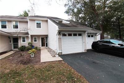 Sayreville Condo/Townhouse For Sale: 25 Woodmere Drive