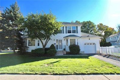 Metuchen Single Family Home For Sale: 46 Kempson Place