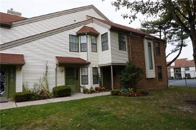 Sayreville Condo/Townhouse For Sale: 1306 Harbour Club Drive