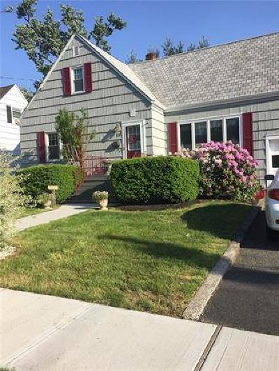Metuchen Single Family Home For Sale: 18 Mayfield Place
