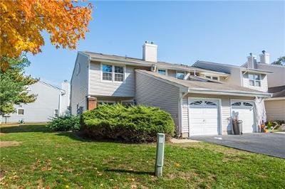 Sayreville Condo/Townhouse For Sale: 100 Woodmere Drive