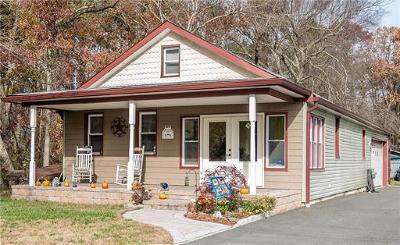 Old Bridge Single Family Home For Sale: 221 Green Street