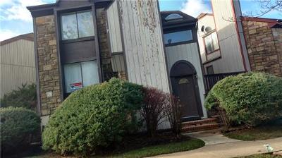 Old Bridge NJ Condo/Townhouse For Sale: $220,000
