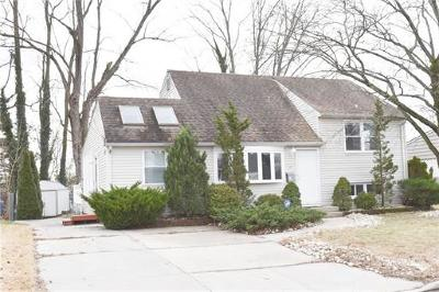 East Brunswick Single Family Home For Sale: 24 Oxford Road