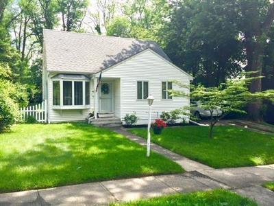 East Brunswick Single Family Home For Sale: 21 Diamond Court