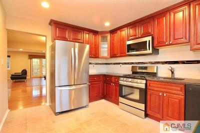 Edison Condo/Townhouse For Sale: 1704 Merrywood Drive