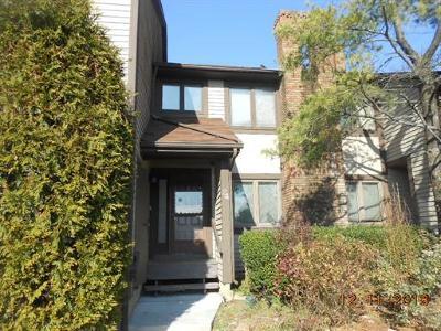 Sayreville Condo/Townhouse For Sale: 24 Chelsea Court