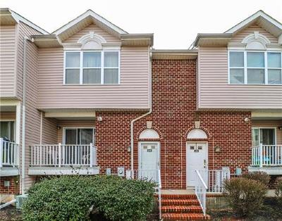 Perth Amboy Condo/Townhouse For Sale: 544 Great Beds Court #544