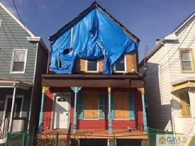Perth Amboy Multi Family Home For Sale: 225 Meade Street
