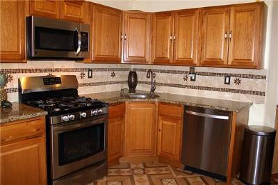 Perth Amboy Condo/Townhouse For Sale: 402 Holly Drive #402
