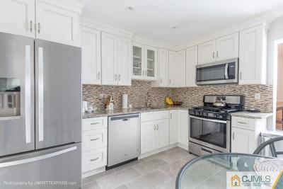 East Brunswick Condo/Townhouse For Sale: 15 Ardmore Place