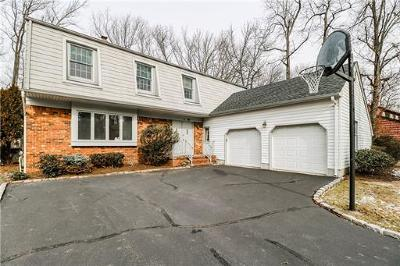 Edison Single Family Home For Sale: 12 Fox Hill Road