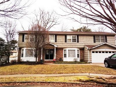 Metuchen Single Family Home For Sale: 8 Stonegate Drive