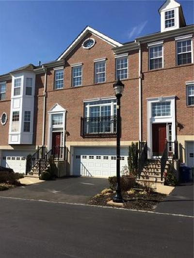 Perth Amboy Condo/Townhouse For Sale: 367 Federal Court