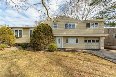 Colonia Single Family Home For Sale: 26 Overbrook Drive