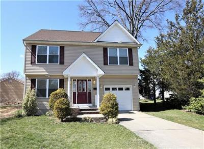 North Brunswick Single Family Home For Sale: 965 Irwin Place