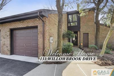North Brunswick Condo/Townhouse For Sale: 131 Willowbrook Drive