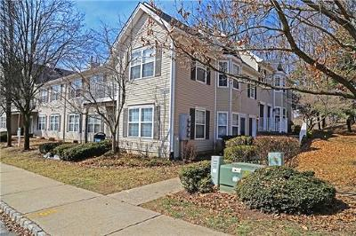 East Brunswick Condo/Townhouse For Sale: 1008 Cypress Lane