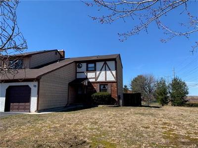 Sayreville Condo/Townhouse For Sale: 15 Chesterfield Way #3915
