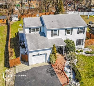 East Brunswick Single Family Home For Sale: 6 North Drive