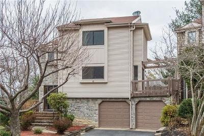 East Brunswick Condo/Townhouse For Sale: 18 Periwinkle Court