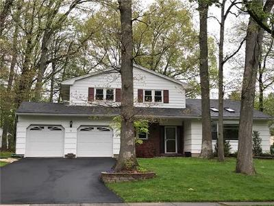 East Brunswick Single Family Home For Sale: 5 Brookside Court