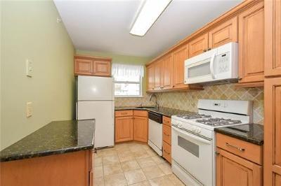 Piscataway Condo/Townhouse For Sale: 339 Ventnor Court #339