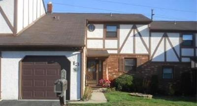Sayreville Condo/Townhouse For Sale: 13 Chesterfield Way #3813