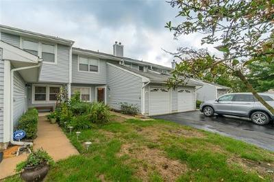 Sayreville Condo/Townhouse For Sale: 50 Upperbrook Court