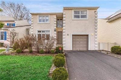 Colonia Single Family Home For Sale: 27 Vernon Avenue