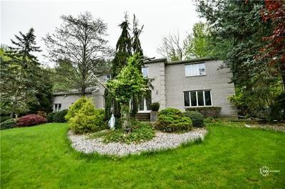 East Brunswick Single Family Home For Sale: 21 Vanderwater Court