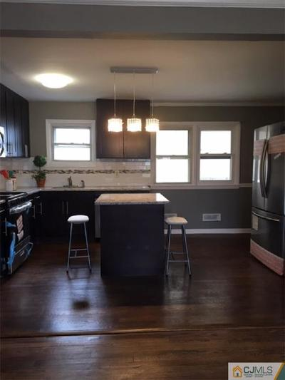 Piscataway Single Family Home For Sale: 122 Rivercrest Drive