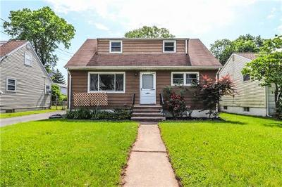 Iselin Single Family Home For Sale: 122 Ridgeley Avenue