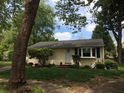 Metuchen Single Family Home For Sale: 16 Applewood Court
