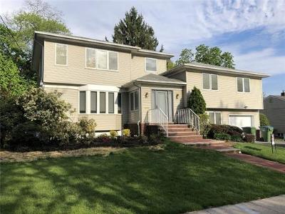 Edison Single Family Home For Sale: 23 Brookfall Road