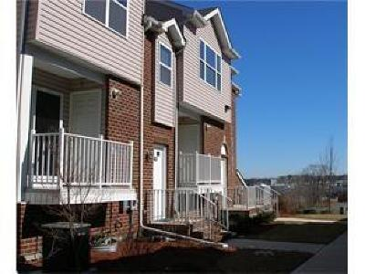 Perth Amboy Condo/Townhouse For Sale: 576 Great Beds Court #576